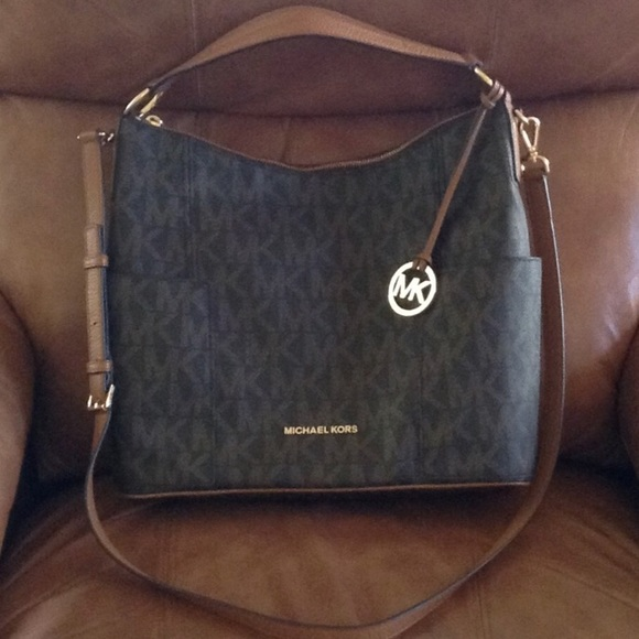 7a679276da3c Michael Kors Anita Large Convertible Shoulder Bag.  M 5a594d75b7f72b4875a2d46c